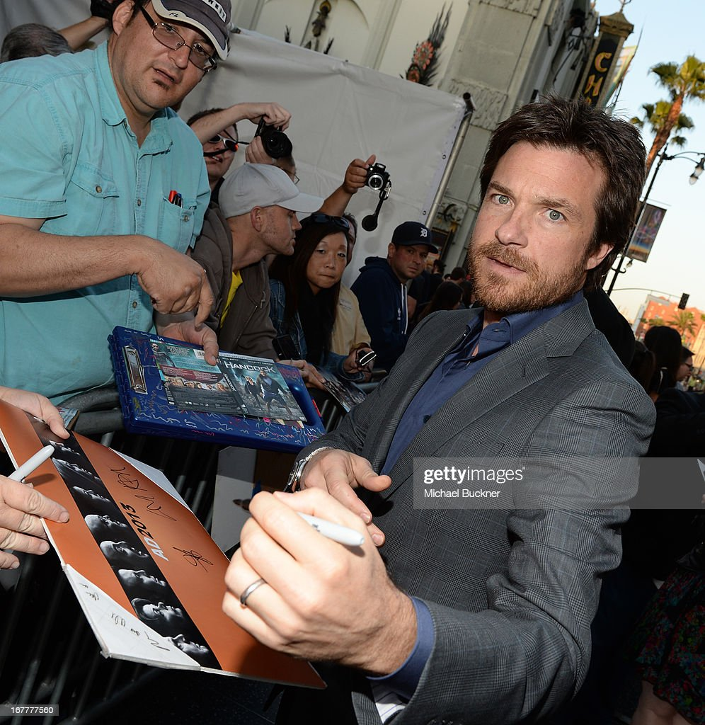 Actor <a gi-track='captionPersonalityLinkClicked' href=/galleries/search?phrase=Jason+Bateman&family=editorial&specificpeople=204774 ng-click='$event.stopPropagation()'>Jason Bateman</a> arrives at the Los Angeles Premiere of Season 4 of Netflix's 'Arrested Development' at the TCL Chinese Theatre on April 29, 2013 in Hollywood, California.