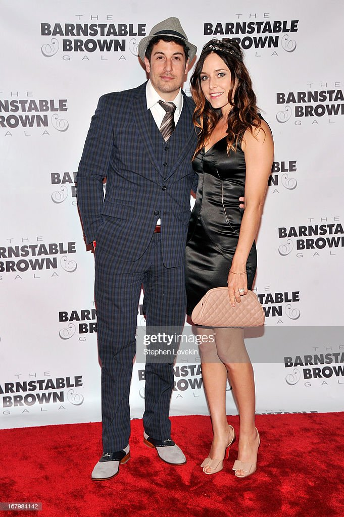 Actor Jason Biggs and Jenny Mollen attend the 2013 Barnstable-Brown Derby gala at Barnstable-Brown House on May 3, 2013 in Louisville, Kentucky.