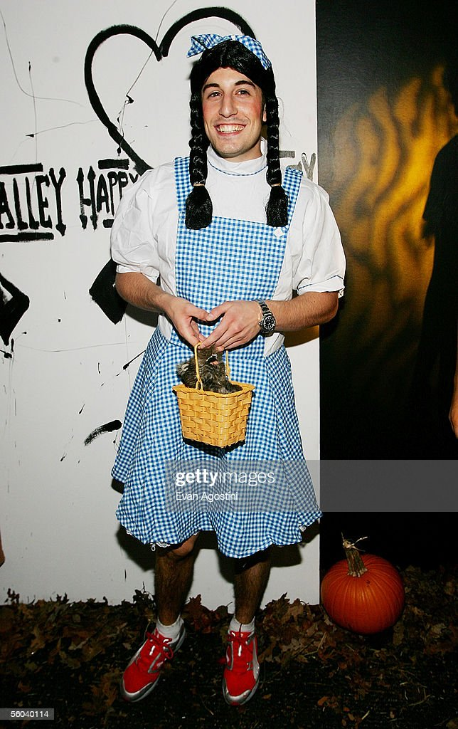 Actor Jason Biggs arrives at Heidi Klum's Annual Halloween party at Happy Valley October 31, 2005 in New York City.