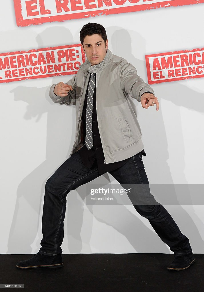 Actor <a gi-track='captionPersonalityLinkClicked' href=/galleries/search?phrase=Jason+Biggs+-+Attore&family=editorial&specificpeople=210701 ng-click='$event.stopPropagation()'>Jason Biggs</a> attends a photocall for 'American Pie: Reunion' (American Pie: El Reencuentro) at the Villamagna Hotel on April 19, 2012 in Madrid, Spain.