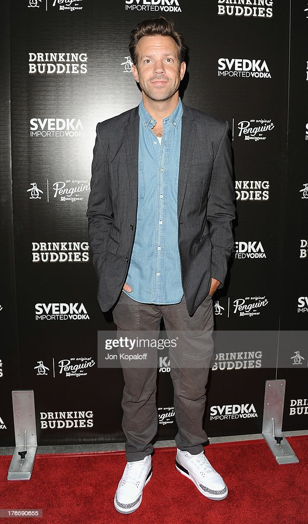 Actor Jason Sudeikis arrives at the Los Angeles Premiere 'Drinking Buddies' at ArcLight Hollywood on August 15, 2013 in Hollywood, California.
