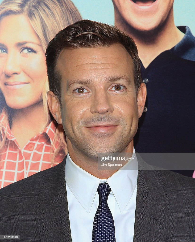 Actor <a gi-track='captionPersonalityLinkClicked' href=/galleries/search?phrase=Jason+Sudeikis&family=editorial&specificpeople=4232997 ng-click='$event.stopPropagation()'>Jason Sudeikis</a> attends the 'We're The Millers' New York Premiere at Ziegfeld Theater on August 1, 2013 in New York City.