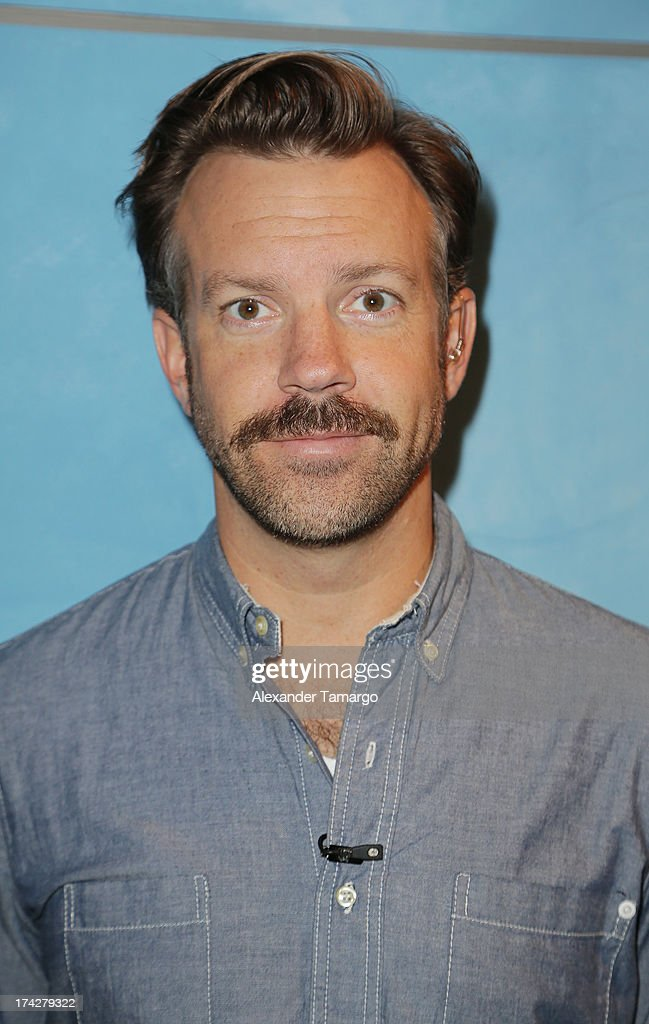 Actor <a gi-track='captionPersonalityLinkClicked' href=/galleries/search?phrase=Jason+Sudeikis&family=editorial&specificpeople=4232997 ng-click='$event.stopPropagation()'>Jason Sudeikis</a> visits Univisions Despierta America at Univision Headquarters on July 23, 2013 in Miami, Florida.