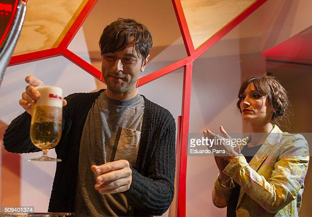 Actor Javier Rey and actress Ana Morgade attend a pint pulling masterclass at La Latina space on February 10 2016 in Madrid Spain