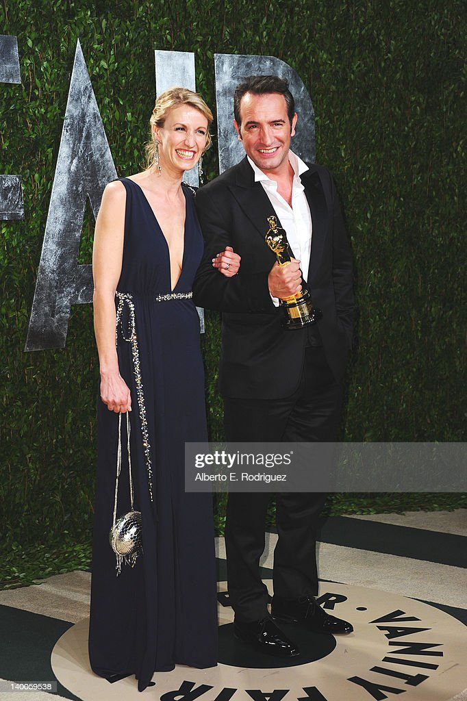 Actor <a gi-track='captionPersonalityLinkClicked' href=/galleries/search?phrase=Jean+Dujardin&family=editorial&specificpeople=620972 ng-click='$event.stopPropagation()'>Jean Dujardin</a> (R) and wife <a gi-track='captionPersonalityLinkClicked' href=/galleries/search?phrase=Alexandra+Lamy&family=editorial&specificpeople=538442 ng-click='$event.stopPropagation()'>Alexandra Lamy</a> arrives at the 2012 Vanity Fair Oscar Party hosted by Graydon Carter at Sunset Tower on February 26, 2012 in West Hollywood, California.