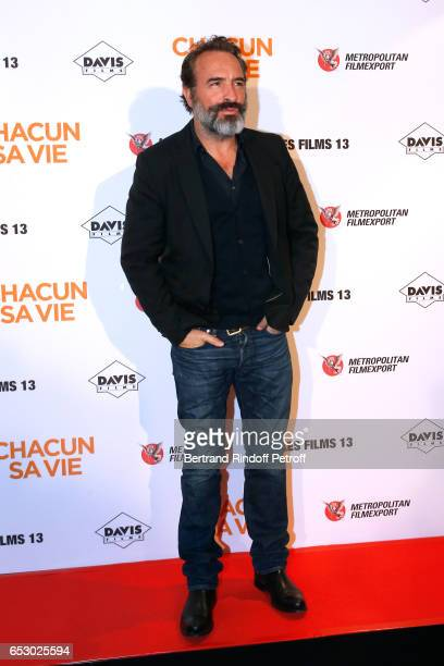 Actor Jean Dujardin attends the 'Chacun sa vie' Paris Premiere at Cinema UGC Normandie on March 13 2017 in Paris France