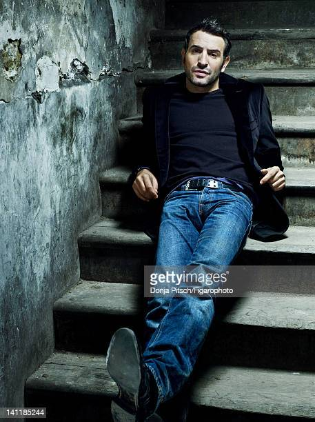 Actor Jean Dujardin is photographed for Madame Figaro on December 12 2007 in Paris France Figaro ID 078899002 Jacket by Smalto shirt by Zadig...