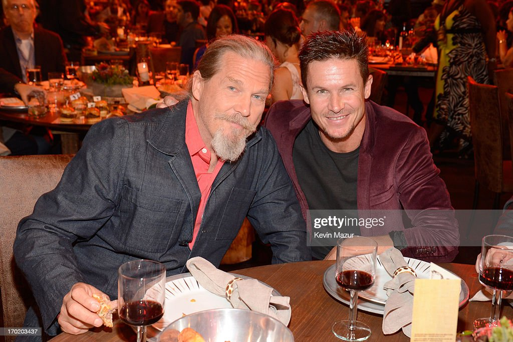 Actor Jeff Bridges and skydiver Felix Baumgartner attend the 2013 Spike TV Guys Choice at Sony Pictures Studios on June 8 2013 in Culver City...