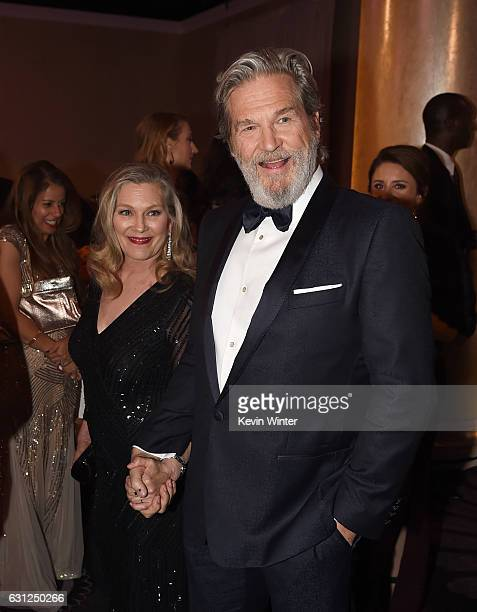 Actor Jeff Bridges and Susan Geston attend the 74th Annual Golden Globe Awards at The Beverly Hilton Hotel on January 8 2017 in Beverly Hills...