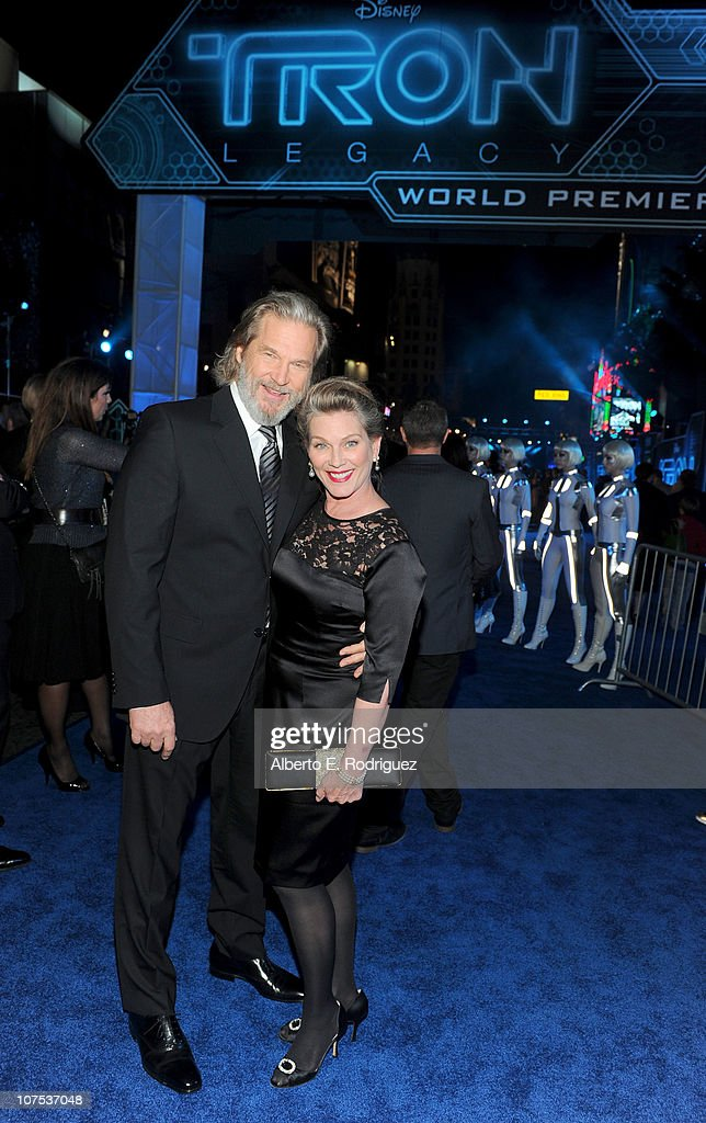actor Jeff Bridges (L) and wife Susan Bridges arrive at Walt Disney's 'TRON: Legacy' World Premiere held at the El Capitan Theatre on December 11, 2010 in Los Angeles, California.