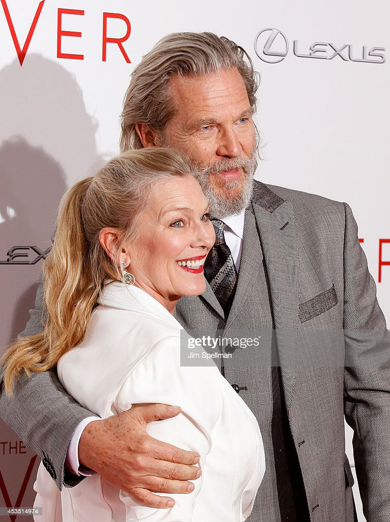 Actor Jeff Bridges (R) and wife Susan Geston attend 'The Giver' premiere at Ziegfeld Theater on August 11, 2014 in New York City.