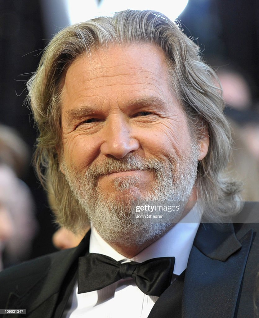 Actor <a gi-track='captionPersonalityLinkClicked' href=/galleries/search?phrase=Jeff+Bridges&family=editorial&specificpeople=201735 ng-click='$event.stopPropagation()'>Jeff Bridges</a> arrives at the 83rd Annual Academy Awards held at the Kodak Theatre on February 27, 2011 in Hollywood, California.