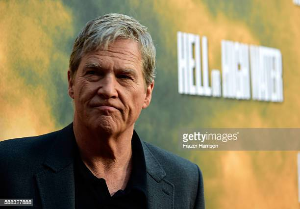 Actor Jeff Bridges arrives at the Los Angeles Red Carpet Screening Of 'Hell Or High Water' at ArcLight Cinemas on August 10 2016 in Hollywood...