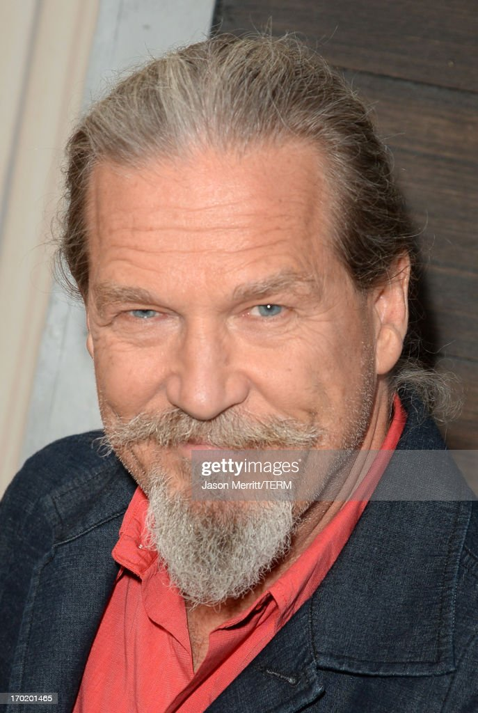 Actor <a gi-track='captionPersonalityLinkClicked' href=/galleries/search?phrase=Jeff+Bridges&family=editorial&specificpeople=201735 ng-click='$event.stopPropagation()'>Jeff Bridges</a> attends Spike TV's Guys Choice 2013 at Sony Pictures Studios on June 8, 2013 in Culver City, California.