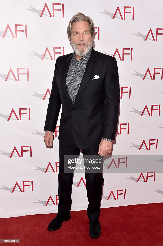 actor-jeff-bridges-attends-the-17th-annual-afi-awards-at-four-seasons-picture-id631094328