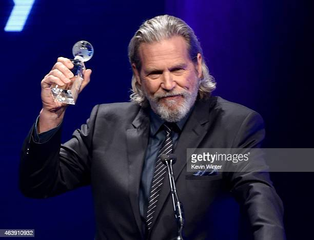 Actor Jeff Bridges presents the Music Visionary Award onstage at the 2nd Annual unite4humanity presented by ALCATEL ONETOUCH at the Beverly Hilton...