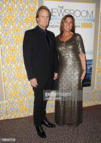 Actor Jeff Daniels and wife Kathleen Rosemary Treado attend the premiere of 'The Newsroom' at DGA Theater on November 4 2014 in Los Angeles California