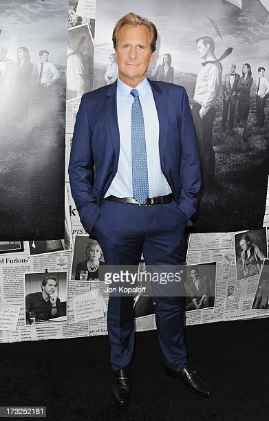 Actor Jeff Daniels arrives at HBO's Season 2 Premiere Of 'The Newsroom' at Paramount Theater on the Paramount Studios lot on July 10 2013 in...