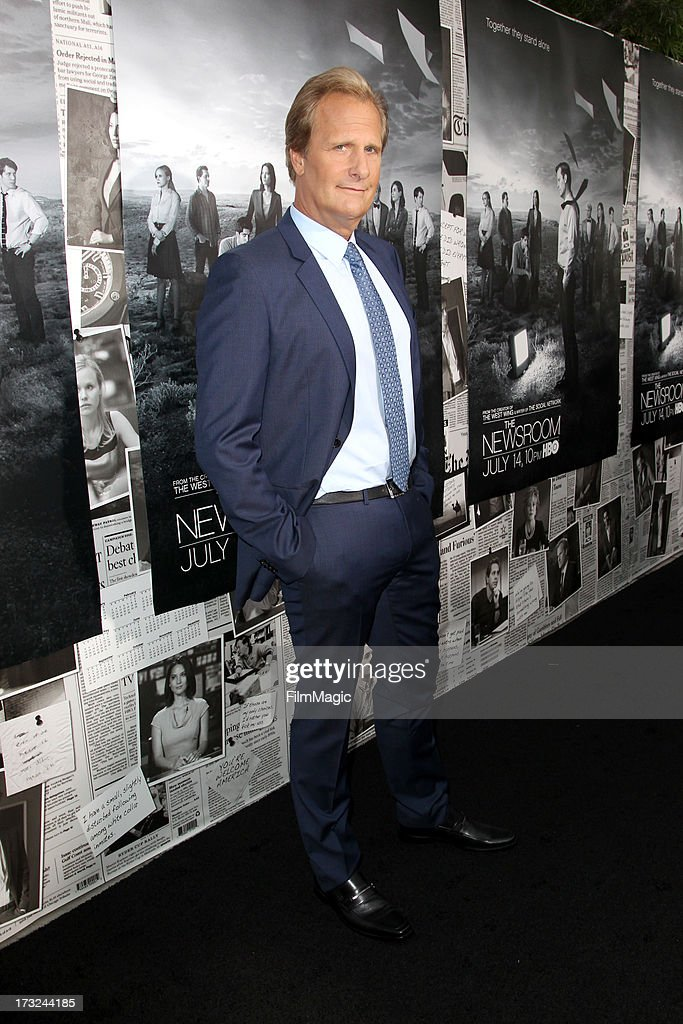Actor <a gi-track='captionPersonalityLinkClicked' href=/galleries/search?phrase=Jeff+Daniels+-+Actor&family=editorial&specificpeople=211231 ng-click='$event.stopPropagation()'>Jeff Daniels</a> attends HBO's 'The Newsroom' season 2 premiere at Paramount Studios on July 10, 2013 in Hollywood, California.
