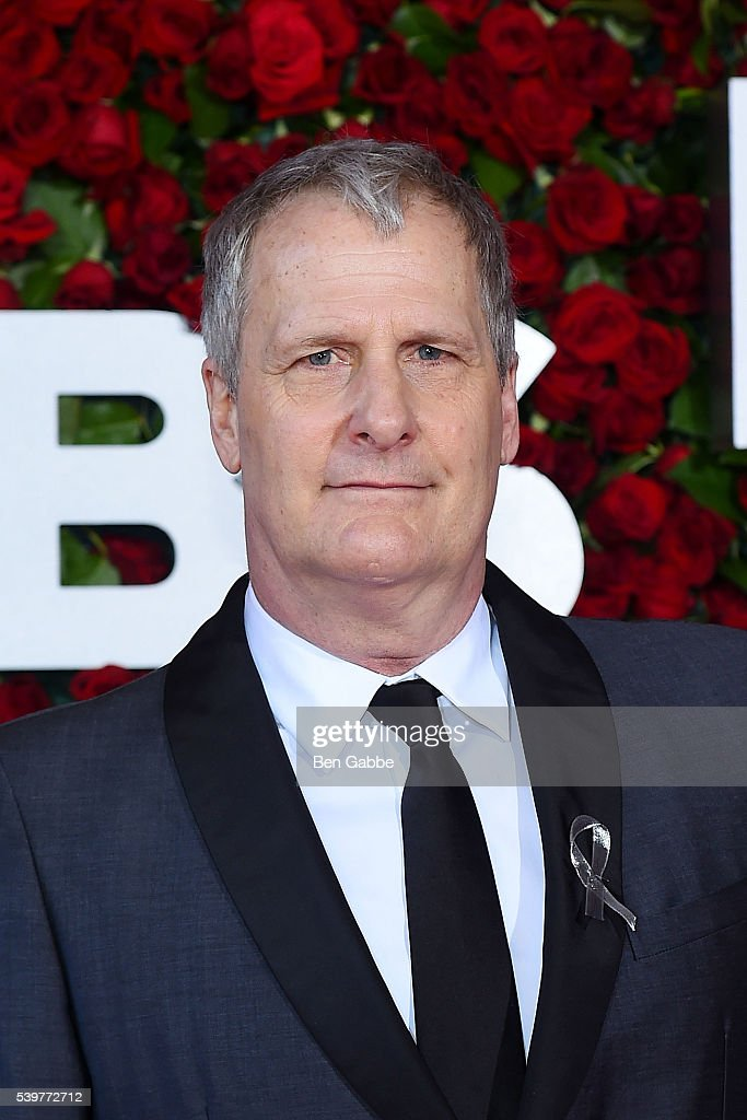 Actor Jeff Daniels attends the 70th Annual Tony Awards at The Beacon Theatre on June 12, 2016 in New York City.