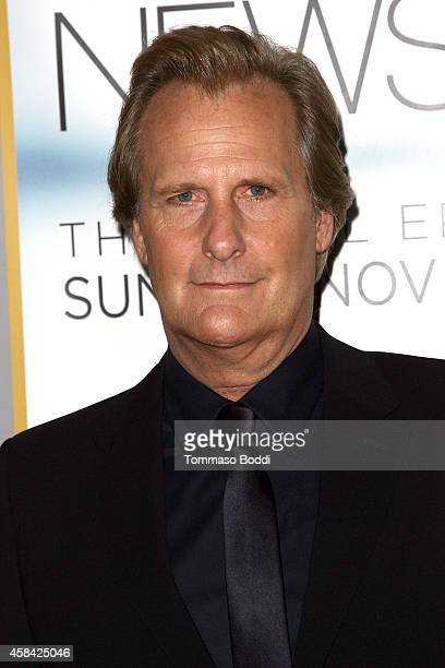Actor Jeff Daniels attends the Los Angeles season 3 premiere of HBO's series 'The Newsroom' held at the DGA Theater on November 4 2014 in Los Angeles...