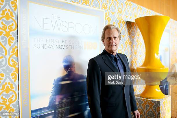 Actor Jeff Daniels attends the Premiere of HBO's 'The Newsroom' Season 3 at Directors Guild Of America on November 4 2014 in Los Angeles California