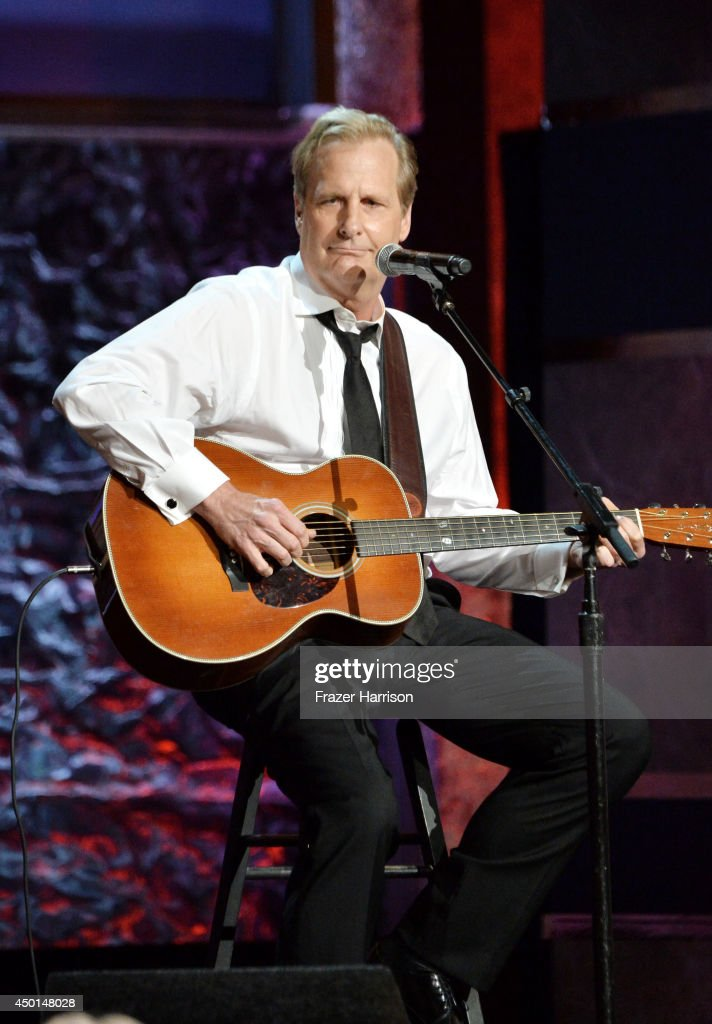 Actor Jeff Daniels performs onstage at the 2014 AFI Life Achievement Award: A Tribute to Jane Fonda at the Dolby Theatre on June 5, 2014 in Hollywood, California. Tribute show airing Saturday, June 14, 2014 at 9pm ET/PT on TNT.