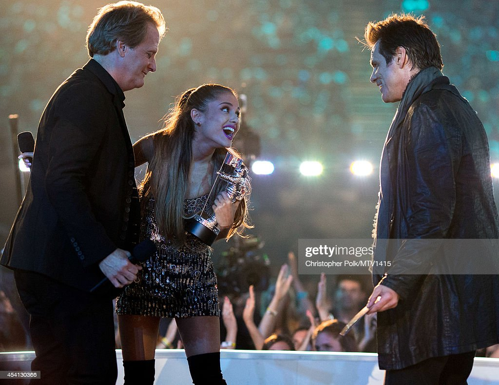 Actor Jeff Daniels, singer <a gi-track='captionPersonalityLinkClicked' href=/galleries/search?phrase=Ariana+Grande&family=editorial&specificpeople=5586219 ng-click='$event.stopPropagation()'>Ariana Grande</a> and actor <a gi-track='captionPersonalityLinkClicked' href=/galleries/search?phrase=Jim+Carrey&family=editorial&specificpeople=171515 ng-click='$event.stopPropagation()'>Jim Carrey</a> speak onstage during the 2014 MTV Video Music Awards at The Forum on August 24, 2014 in Inglewood, California.