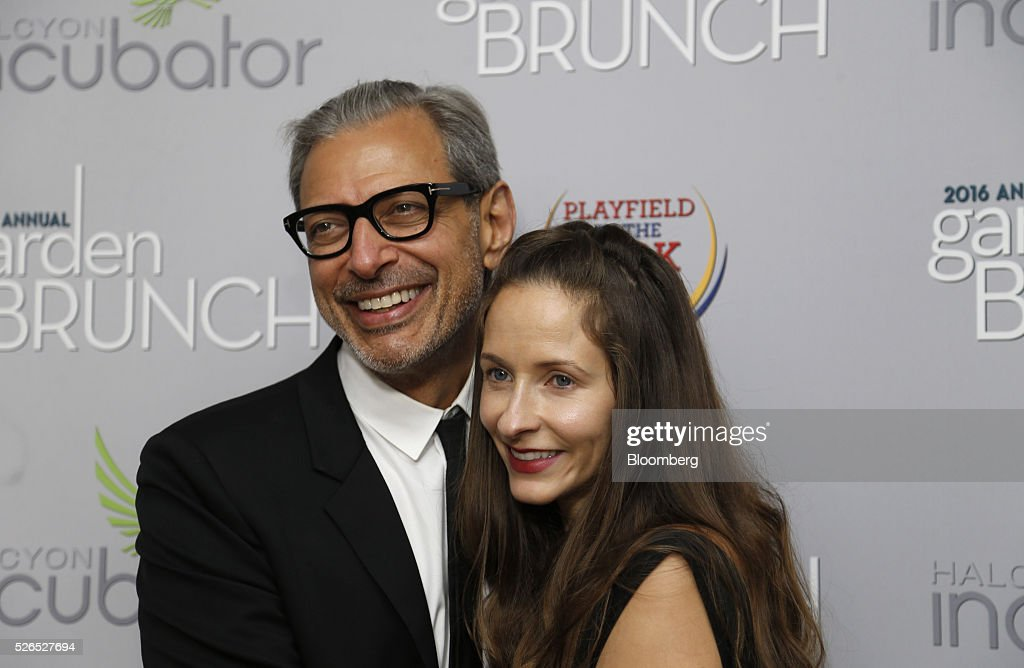 Actor Jeff Goldblum, left, and Emilie Livingston attend the 23rd Annual White House Correspondents' Garden Brunch in Washington, D.C., U.S., on Saturday, April 30, 2016. The event will raise awareness for Halcyon Incubator, an organization that supports early stage social entrepreneurs 'seeking to change the world' through an immersive 18-month fellowship program. Photographer: Andrew Harrer/Bloomberg via Getty Images