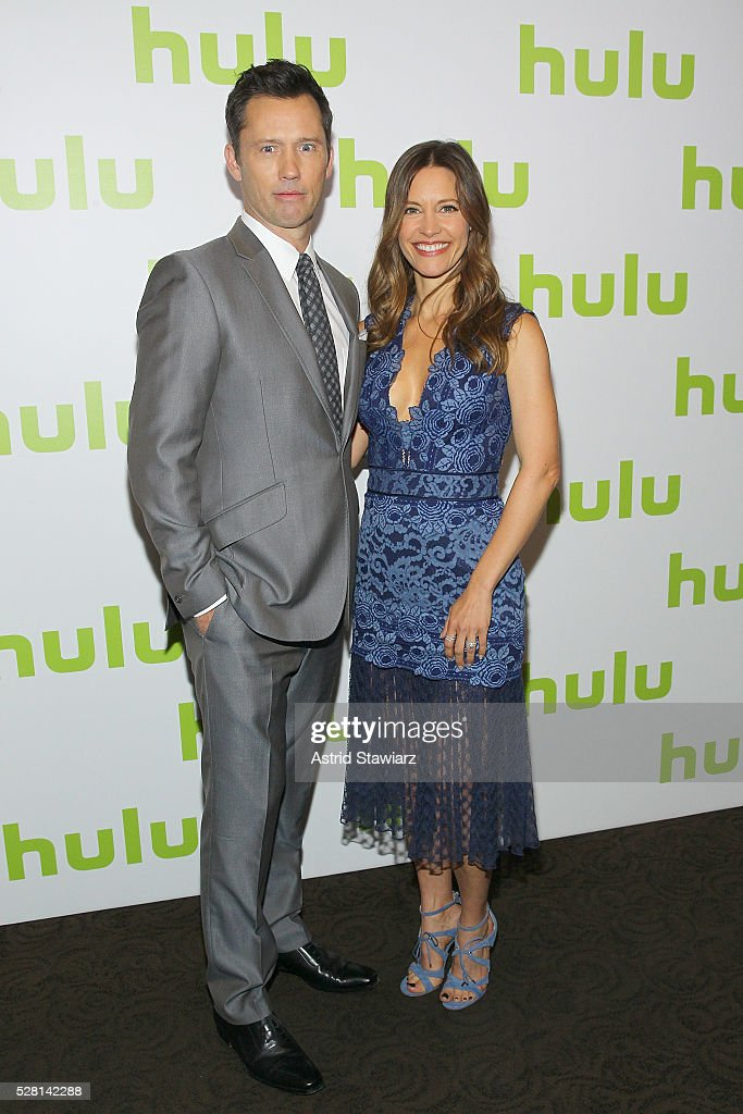Actor <a gi-track='captionPersonalityLinkClicked' href=/galleries/search?phrase=Jeffrey+Donovan&family=editorial&specificpeople=767727 ng-click='$event.stopPropagation()'>Jeffrey Donovan</a> and Actress KaDee Strickland attend the 2016 Hulu Upftont on May 04, 2016 in New York, New York.
