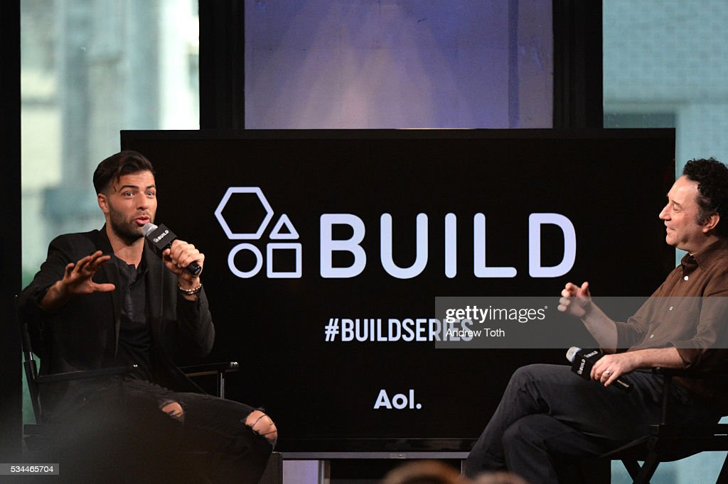Actor <a gi-track='captionPersonalityLinkClicked' href=/galleries/search?phrase=Jencarlos+Canela&family=editorial&specificpeople=4290761 ng-click='$event.stopPropagation()'>Jencarlos Canela</a> (L) attends AOL Build Presents <a gi-track='captionPersonalityLinkClicked' href=/galleries/search?phrase=Jencarlos+Canela&family=editorial&specificpeople=4290761 ng-click='$event.stopPropagation()'>Jencarlos Canela</a> at AOL Studios In New York on May 26, 2016 in New York City.