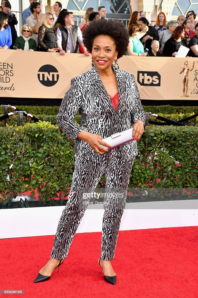 actor-jenifer-lewis-attends-the-23rd-annual-screen-actors-guild-at-picture-id633036156