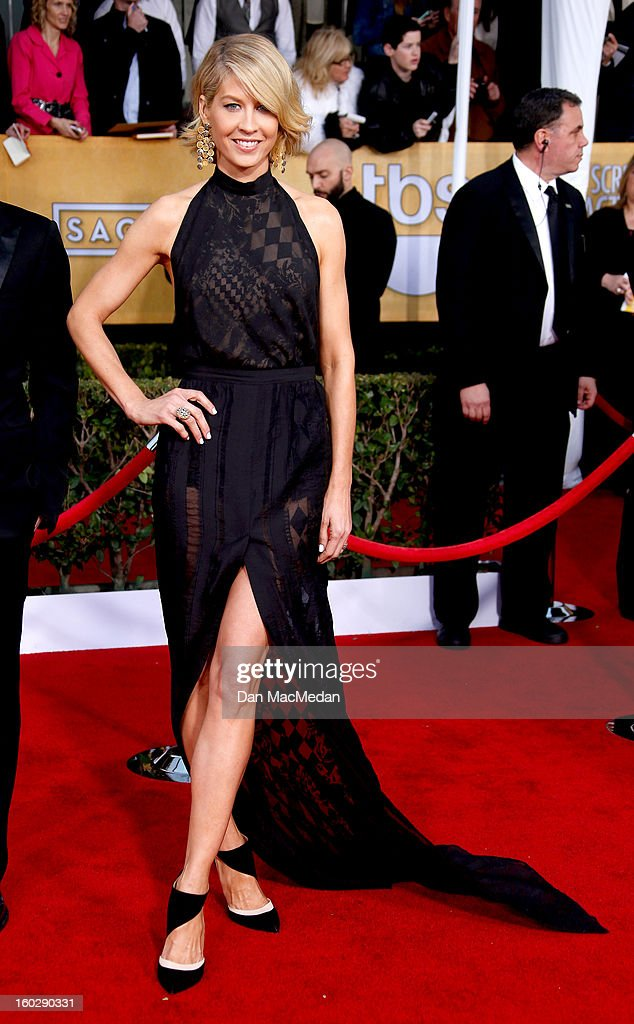 Actor Jenna Elfman arrives at the 19th Annual Screen Actors Guild Awards at the Shrine Auditorium on January 27, 2013 in Los Angeles, California.