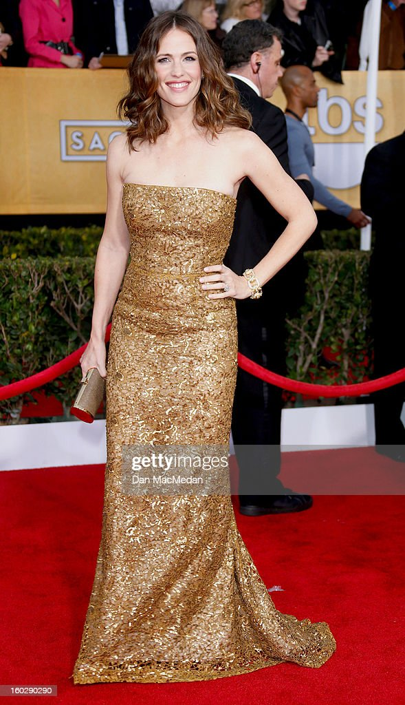 Actor Jennifer Garner arrives at the 19th Annual Screen Actors Guild Awards at the Shrine Auditorium on January 27, 2013 in Los Angeles, California.