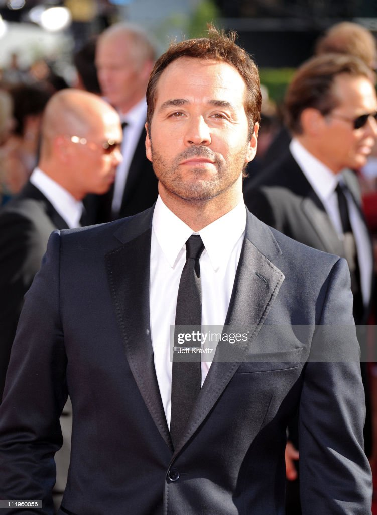 Actor Jeremy Piven arrives at the 61st Primetime Emmy Awards held at the Nokia Theatre on September 20, 2009 in Los Angeles, California.