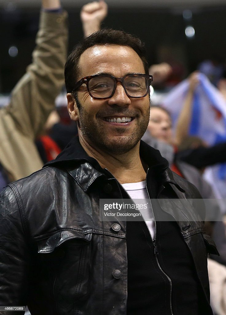 Actor <a gi-track='captionPersonalityLinkClicked' href=/galleries/search?phrase=Jeremy+Piven&family=editorial&specificpeople=206338 ng-click='$event.stopPropagation()'>Jeremy Piven</a> attends the NHL game between the Chicago Blackhawks and the Los Angeles Kings at Staples Center on February 3, 2014 in Los Angeles, California. The Blackhawks defeated the Kings 5-3.
