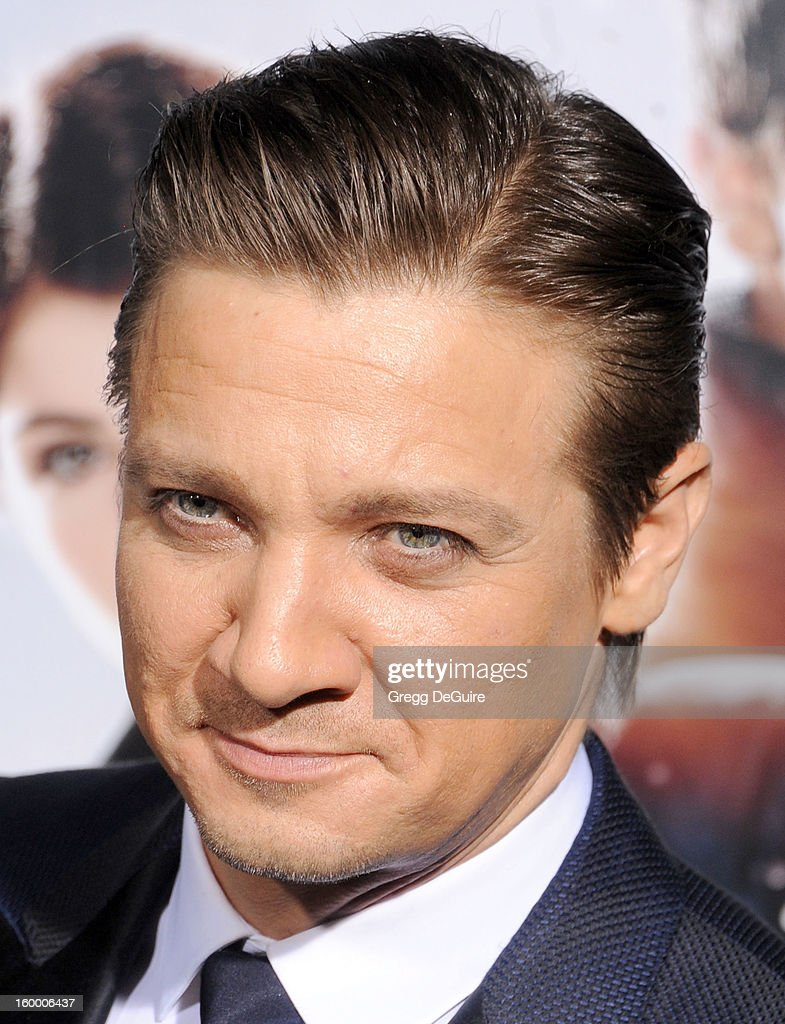 Actor <a gi-track='captionPersonalityLinkClicked' href=/galleries/search?phrase=Jeremy+Renner&family=editorial&specificpeople=708701 ng-click='$event.stopPropagation()'>Jeremy Renner</a> arrives at the 'Hansel & Gretel: Witch Hunters' Los Angeles premiere at TCL Chinese Theatre on January 24, 2013 in Hollywood, California.