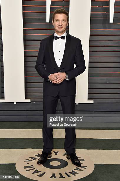 Actor Jeremy Renner attends the 2016 Vanity Fair Oscar Party Hosted By Graydon Carter at the Wallis Annenberg Center for the Performing Arts on...