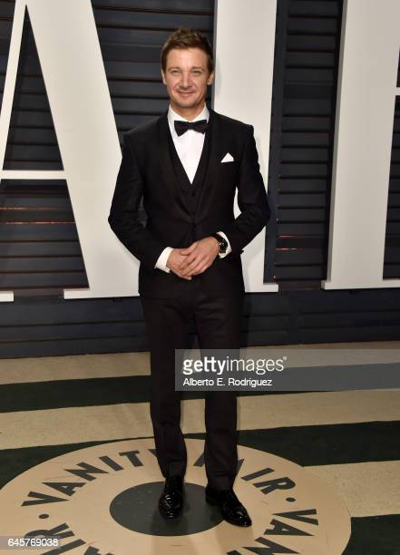 Actor Jeremy Renner attends the 2017 Vanity Fair Oscar Party hosted by Graydon Carter at Wallis Annenberg Center for the Performing Arts on February...