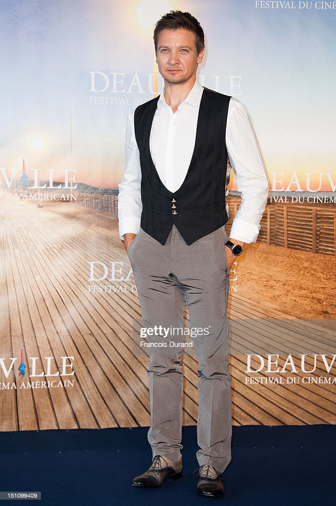 US actor <a gi-track='captionPersonalityLinkClicked' href=/galleries/search?phrase=Jeremy+Renner&family=editorial&specificpeople=708701 ng-click='$event.stopPropagation()'>Jeremy Renner</a> poses at 'The Bourne Legacy' Photocall during 38th Deauville American Film Festival on September 1, 2012 in Deauville, France.