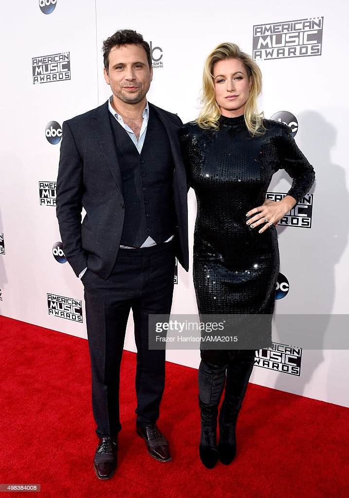 Actor Jeremy Sisto (L) and Addie Lane attend the 2015 American Music Awards at Microsoft Theater on November 22, 2015 in Los Angeles, California.
