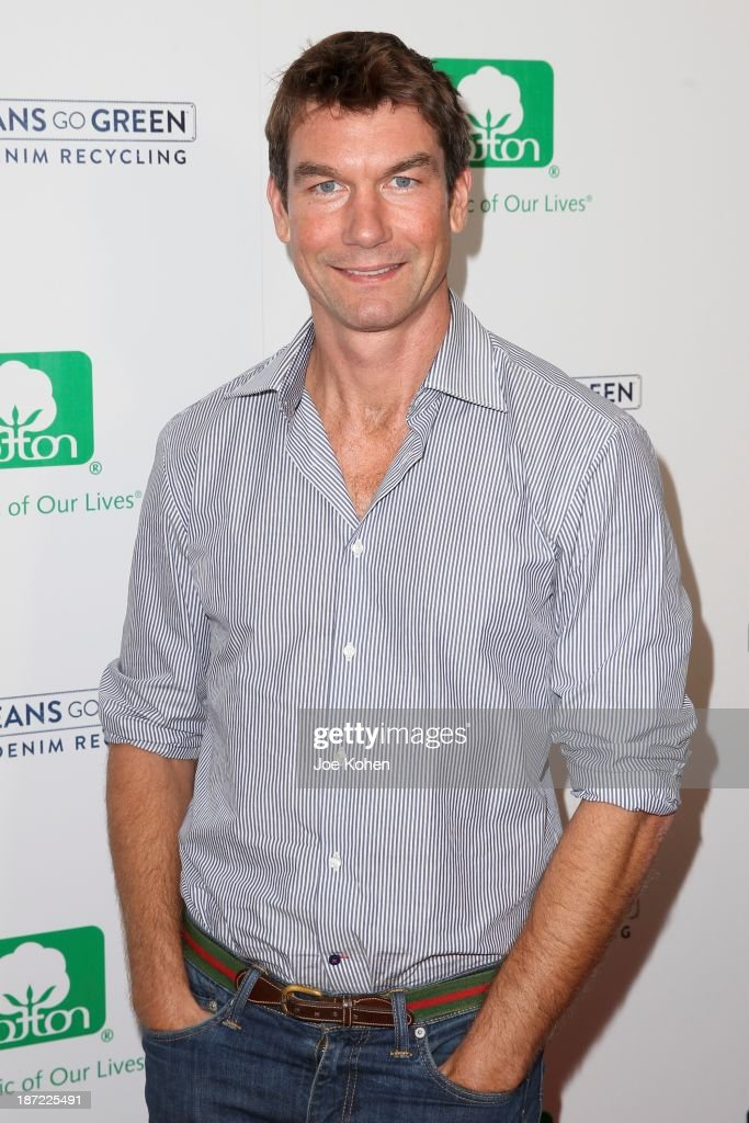Actor <a gi-track='captionPersonalityLinkClicked' href=/galleries/search?phrase=Jerry+O%27Connell&family=editorial&specificpeople=208243 ng-click='$event.stopPropagation()'>Jerry O'Connell</a> attends Blue Jeans go green celebrates 1 Million pieces of denim collected for recycling hosted by Miles Teller at SkyBar at the Mondrian Los Angeles on November 6, 2013 in West Hollywood, California.