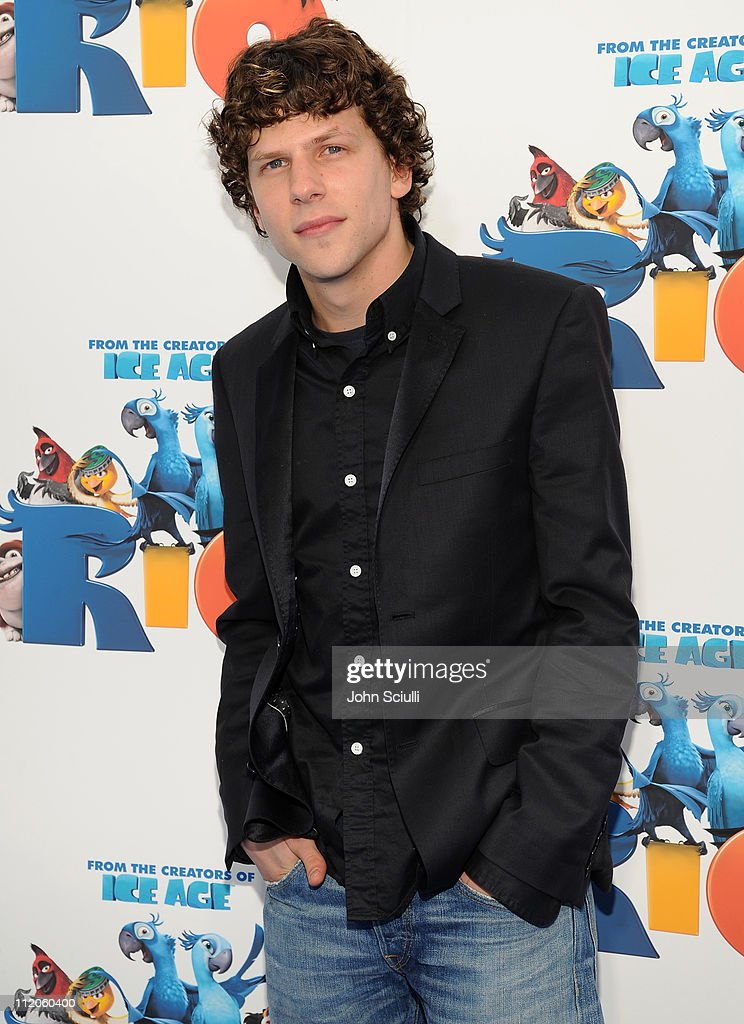 Actor, <a gi-track='captionPersonalityLinkClicked' href=/galleries/search?phrase=Jesse+Eisenberg&family=editorial&specificpeople=625439 ng-click='$event.stopPropagation()'>Jesse Eisenberg</a> arrives for the premiere of Twentieth Century Fox & Blue Sky Studios' 'RIO' on April 10, 2011 in Hollywood, California.