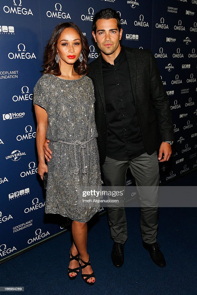 Actor <a gi-track='captionPersonalityLinkClicked' href=/galleries/search?phrase=Jesse+Metcalfe&family=editorial&specificpeople=208805 ng-click='$event.stopPropagation()'>Jesse Metcalfe</a> (R) and <a gi-track='captionPersonalityLinkClicked' href=/galleries/search?phrase=Cara+Santana&family=editorial&specificpeople=4311902 ng-click='$event.stopPropagation()'>Cara Santana</a> attend the premiere of 'Planet Ocean' at Pacific Design Center on April 18, 2013 in West Hollywood, California.
