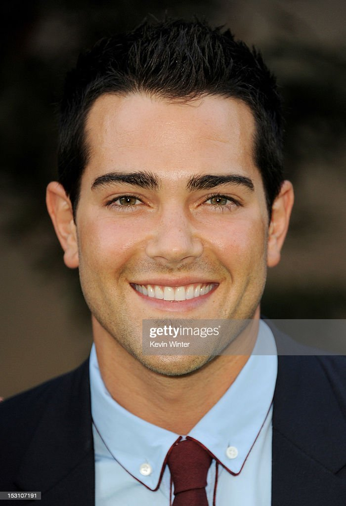 Actor <a gi-track='captionPersonalityLinkClicked' href=/galleries/search?phrase=Jesse+Metcalfe&family=editorial&specificpeople=208805 ng-click='$event.stopPropagation()'>Jesse Metcalfe</a> arrives at the 2012 Environmental Media Awards at Warner Brothers Studios on September 29, 2012 in Burbank, California.