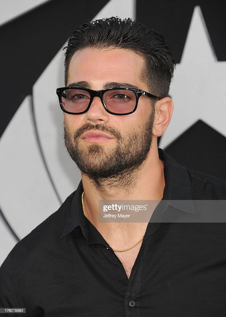 Actor <a gi-track='captionPersonalityLinkClicked' href=/galleries/search?phrase=Jesse+Metcalfe&family=editorial&specificpeople=208805 ng-click='$event.stopPropagation()'>Jesse Metcalfe</a> arrives at the 'Pacific Rim' - Los Angeles Premiere at Dolby Theatre on July 9, 2013 in Hollywood, California.