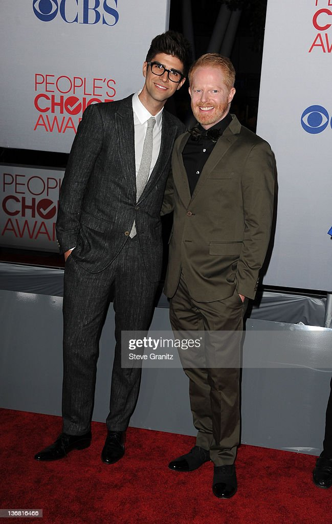 Actor <a gi-track='captionPersonalityLinkClicked' href=/galleries/search?phrase=Jesse+Tyler+Ferguson&family=editorial&specificpeople=633114 ng-click='$event.stopPropagation()'>Jesse Tyler Ferguson</a> (R) and partner Justin Mikita arrive at the People's Choice Awards 2012 at Nokia Theatre LA Live on January 11, 2012 in Los Angeles, California.