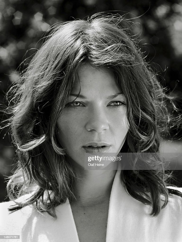 Actor Jessica Schwarz is photographed on May 27, 2007 in Berlin, Germany. - actor-jessica-schwarz-is-photographed-on-may-27-2007-in-berlin-picture-id148071761