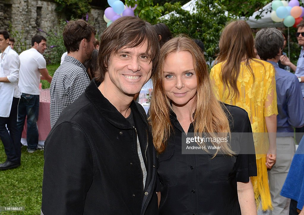 Actor <a gi-track='captionPersonalityLinkClicked' href=/galleries/search?phrase=Jim+Carrey&family=editorial&specificpeople=171515 ng-click='$event.stopPropagation()'>Jim Carrey</a> and fashion designer Stella McCartney attend the Stella McCartney Resort 2013 Presentation on June 11, 2012 in New York City.