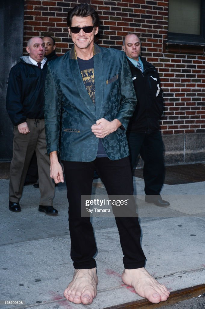 Actor <a gi-track='captionPersonalityLinkClicked' href=/galleries/search?phrase=Jim+Carrey&family=editorial&specificpeople=171515 ng-click='$event.stopPropagation()'>Jim Carrey</a> leaves the 'Late Show With David Letterman' taping at the Ed Sullivan Theater on March 13, 2013 in New York City.